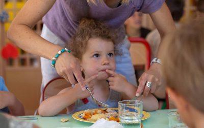 Dans mon restaurant scolaire, on ne sert pas que des repas, on sert aussi des enfants!